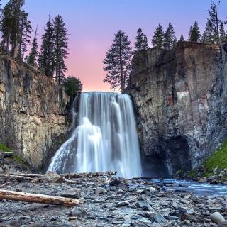 Waterfall in forest - Obrázkek zdarma pro 1024x1024