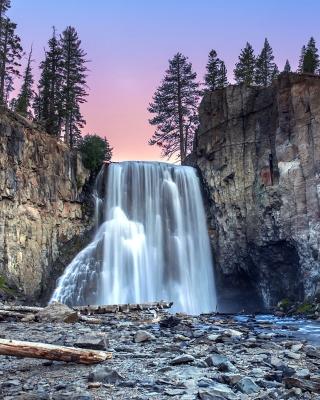 Waterfall in forest - Obrázkek zdarma pro Nokia Lumia 810
