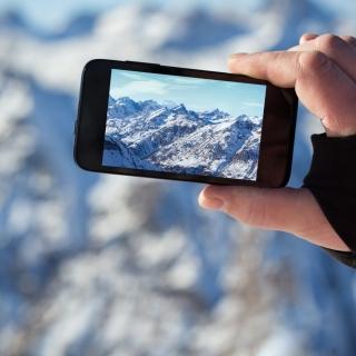 Glaciers photo on phone - Obrázkek zdarma pro iPad