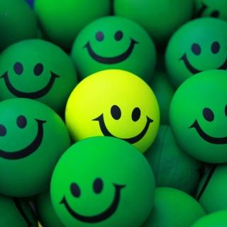 Smiley Green Balls - Obrázkek zdarma pro iPad 2