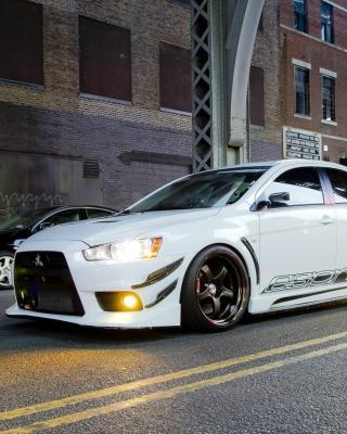 Street racing with Mitsubishi Lancer Evo X - Obrázkek zdarma pro iPhone 5