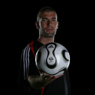Zinedine Zidane - Obrázkek zdarma pro iPad mini 2