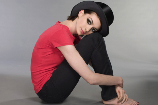 Anne Hathaway Background for Android, iPhone and iPad