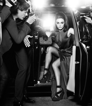 Mila Kunis Hollywood Star - Obrázkek zdarma pro Nokia Asha 308