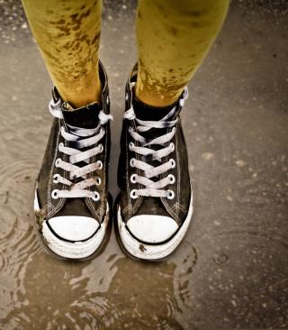 Wet Sneakers - Obrázkek zdarma pro iPhone 5