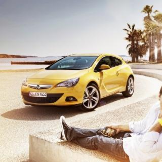 Couple with Opel - Obrázkek zdarma pro iPad
