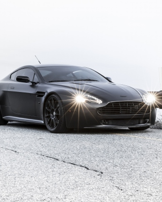 2015 Aston Martin V8 Vantage GT - Obrázkek zdarma pro 132x176