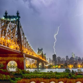 Storm in New York - Obrázkek zdarma pro iPad