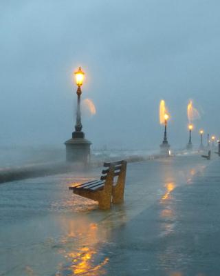 Embankment during the hurricane - Obrázkek zdarma pro 320x480