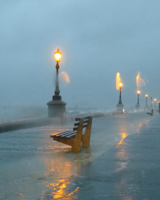 Embankment during the hurricane - Obrázkek zdarma pro Nokia Lumia 822