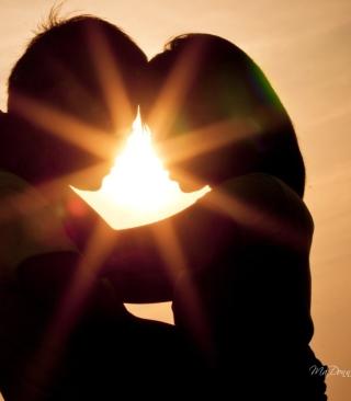 Love Shines Kiss - Obrázkek zdarma pro Nokia Lumia 620