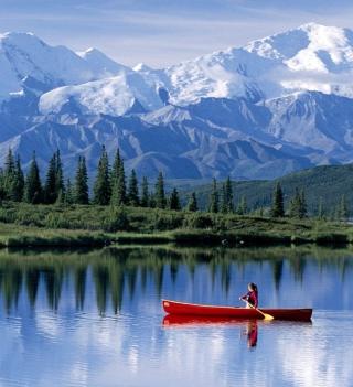 Canoe In Mountain Lake - Obrázkek zdarma pro 208x208