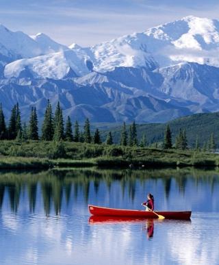 Canoe In Mountain Lake - Obrázkek zdarma pro iPhone 6