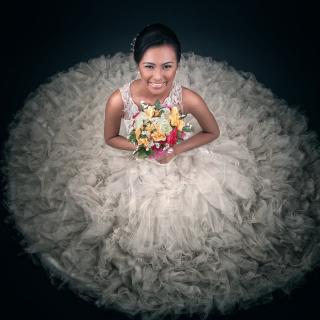Happy Bride - Obrázkek zdarma pro 320x320
