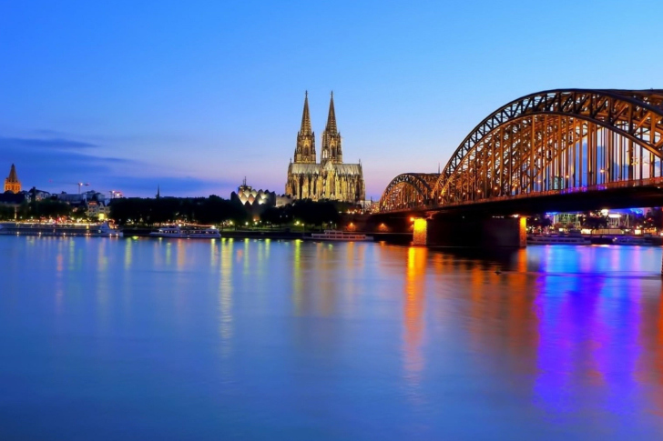 Cologne Cathedral HDR wallpaper