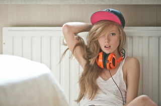 Blonde With Headphones Picture for Android, iPhone and iPad