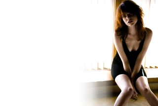 Free Emma Stone Black Dress Picture for Android, iPhone and iPad