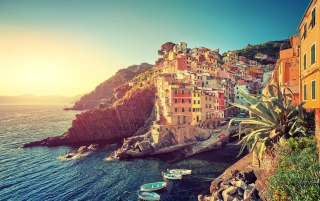 Riomaggiore Vacations Background for Android, iPhone and iPad