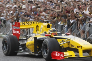 N-Gine Renault F1 Team Show, Robert Kubica Wallpaper for Android, iPhone and iPad