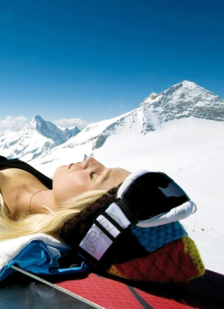 Skiing Girl Background for Nokia C-5 5MP