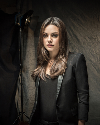 Mila Kunis actress from Forgetting Sarah Marshall movie - Obrázkek zdarma pro Nokia Asha 502