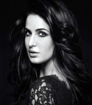 Katrina Kaif 2014 Black And White sfondi gratuiti per iPhone 6 Plus