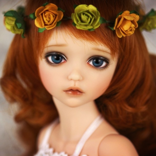 Redhead Doll With Flower Crown sfondi gratuiti per iPad mini