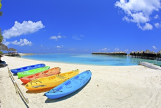 Colorful Boats At Maldives Beach sfondi gratuiti per cellulari Android, iPhone, iPad e desktop