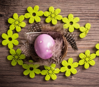 Purple Egg, Feathers And Green Flowers - Obrázkek zdarma pro iPad