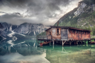 Lake Braies - South Tyrol Background for Android, iPhone and iPad