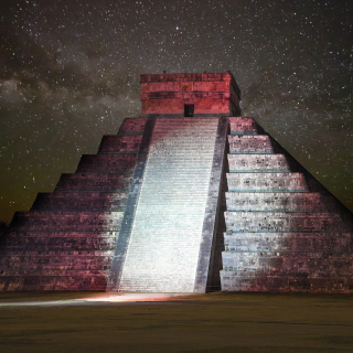 Free Chichen Itza Pyramid in Mexico Picture for iPad Air