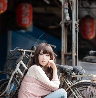 Cute Asian Girl With Bicycle - Obrázkek zdarma pro iPad
