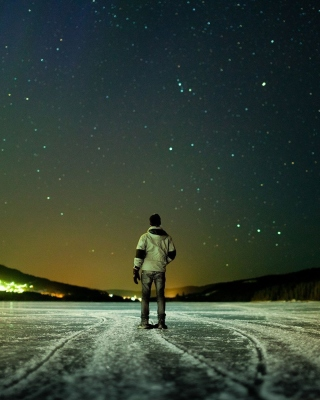 Winter landscape under the starry sky Wallpaper for iPhone 4S