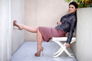 Kostenloses Gina Carano on High Heels Wallpaper für LG P700 Optimus L7