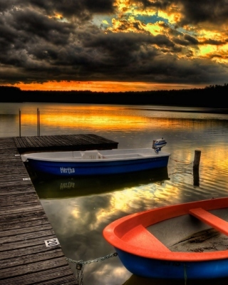 Free Silent Evening Boats HD Wallpaper Picture for iPhone 5S