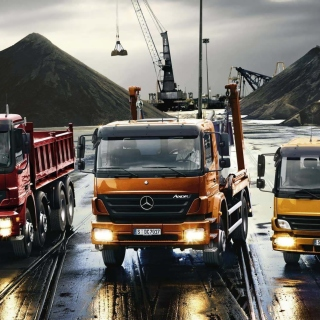 Mercedes Trucks sfondi gratuiti per iPad mini