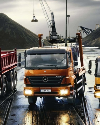 Free Mercedes Trucks Picture for Nokia Asha 311