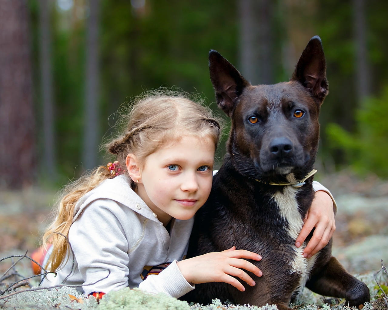 Screenshot №1 pro téma Dog with Little Girl 1280x1024