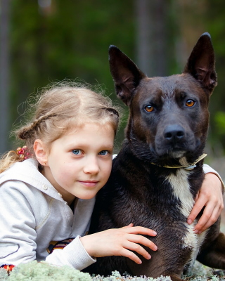 Dog with Little Girl sfondi gratuiti per iPhone 4S