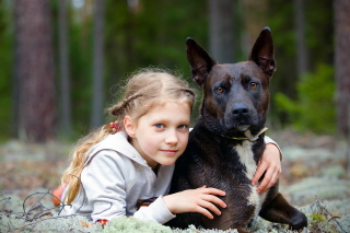 Dog with Little Girl sfondi gratuiti per 1080x960