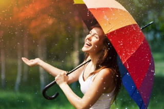 Happy Girl With Rainbow Umbrella Under Summer Rain sfondi gratuiti per cellulari Android, iPhone, iPad e desktop