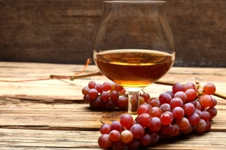 Kostenloses Cognac and grapes Wallpaper für 1600x1200