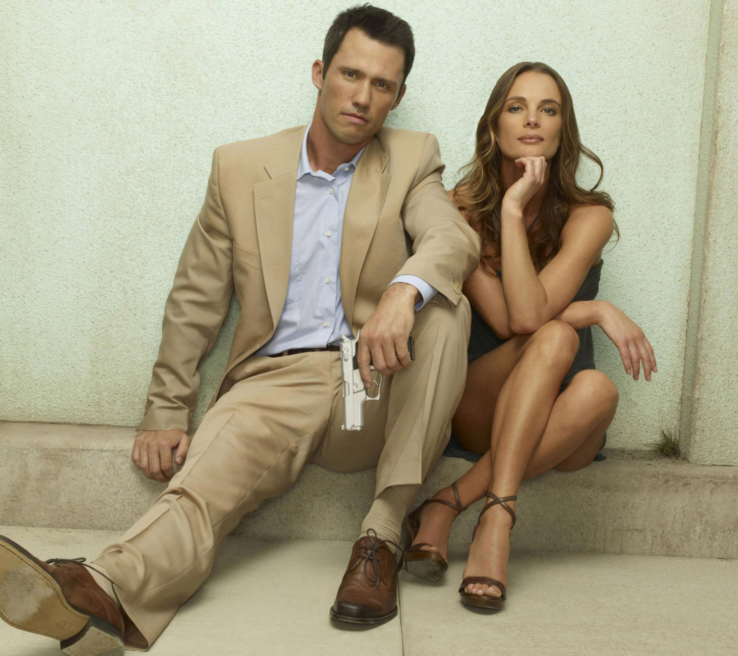 Screenshot №1 pro téma Burn Notice TV Series with Gabrielle Anwar as Fiona Glenanne and Jeffrey Donovan as Michael Westen 1440x1280