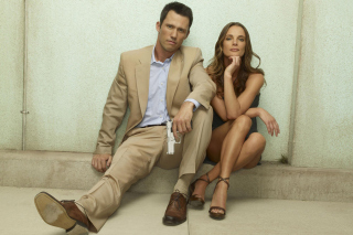 Burn Notice TV Series with Gabrielle Anwar as Fiona Glenanne and Jeffrey Donovan as Michael Westen - Obrázkek zdarma pro Motorola DROID