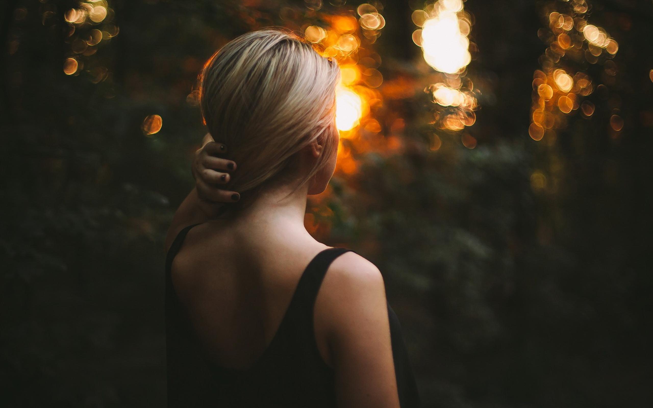 фотографии женщины со спины большого формата - 11