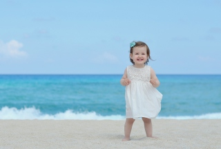Little Angel At Beach Wallpaper for Android 2560x1600