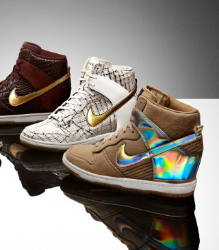 Nike Fashion Sport Shoes sfondi gratuiti per Nokia 5800 XpressMusic
