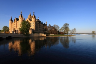 Schwerin Palace in Mecklenburg Vorpommern Background for Android, iPhone and iPad