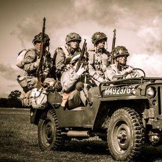 Free Soldiers on Jeep Picture for iPad 2