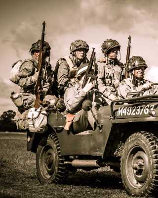 Soldiers on Jeep Picture for 240x320